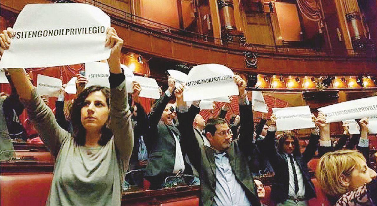 """Vitalizi, furbata Pd: restano col taglietto triennale ai """"ricchi"""""""