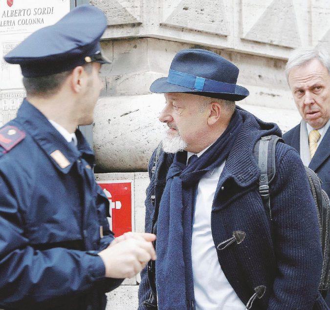"""""""Contro i magistrati, Renzi si cerchi un altro ministro"""""""