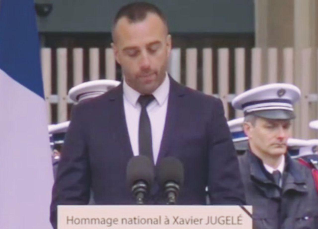 """Parigi, il discorso del compagno del poliziotto ucciso sugli Champs-Elysées: """"Non avrete il mio odio"""""""