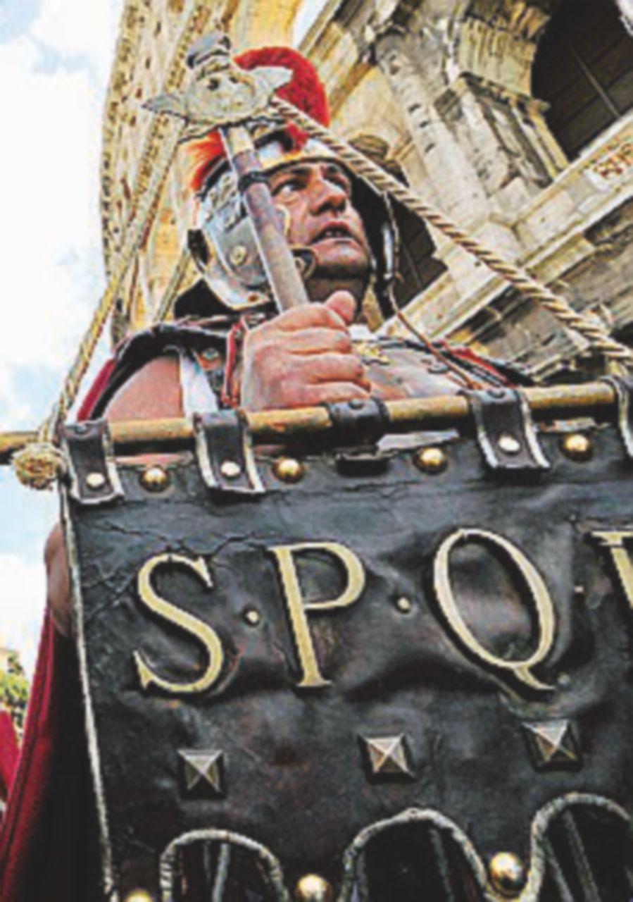 Il primo round ai centurioni: sospeso lo stop della sindaca
