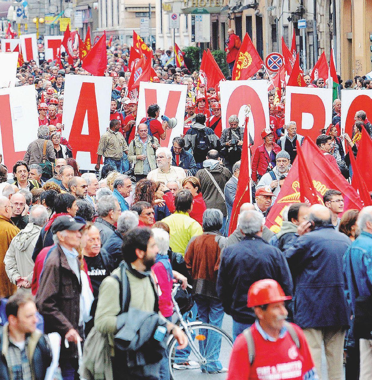 Crisi, cassa e licenziamenti: la festa al lavoro che non c'è