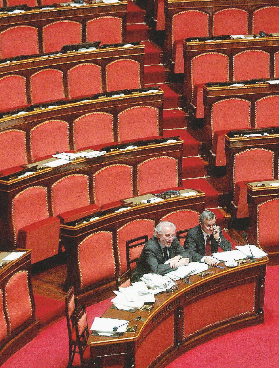 Le promesse e il vuoto – L'aula deserta di Palazzo Madama, sede del Senato – LaPresse