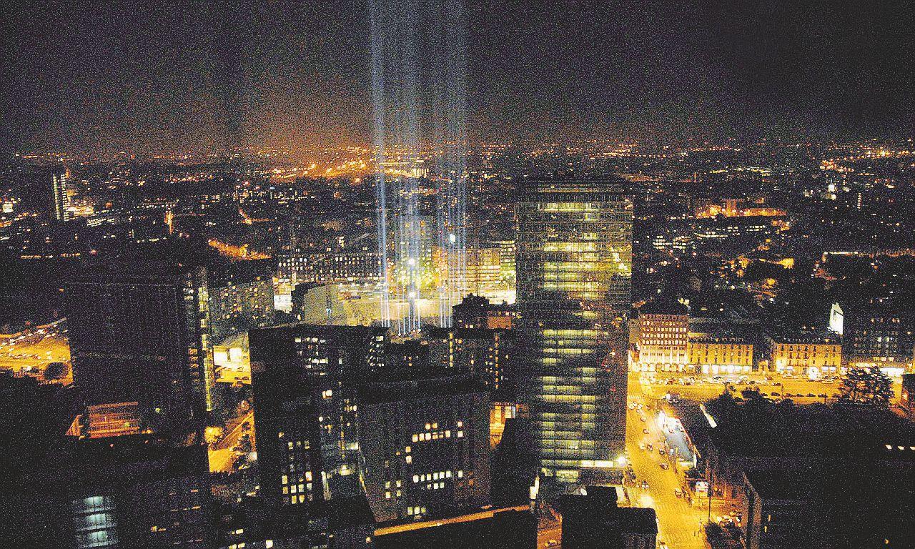 """La luce """"buttata alle stelle"""": spreco da mezzo miliardo"""