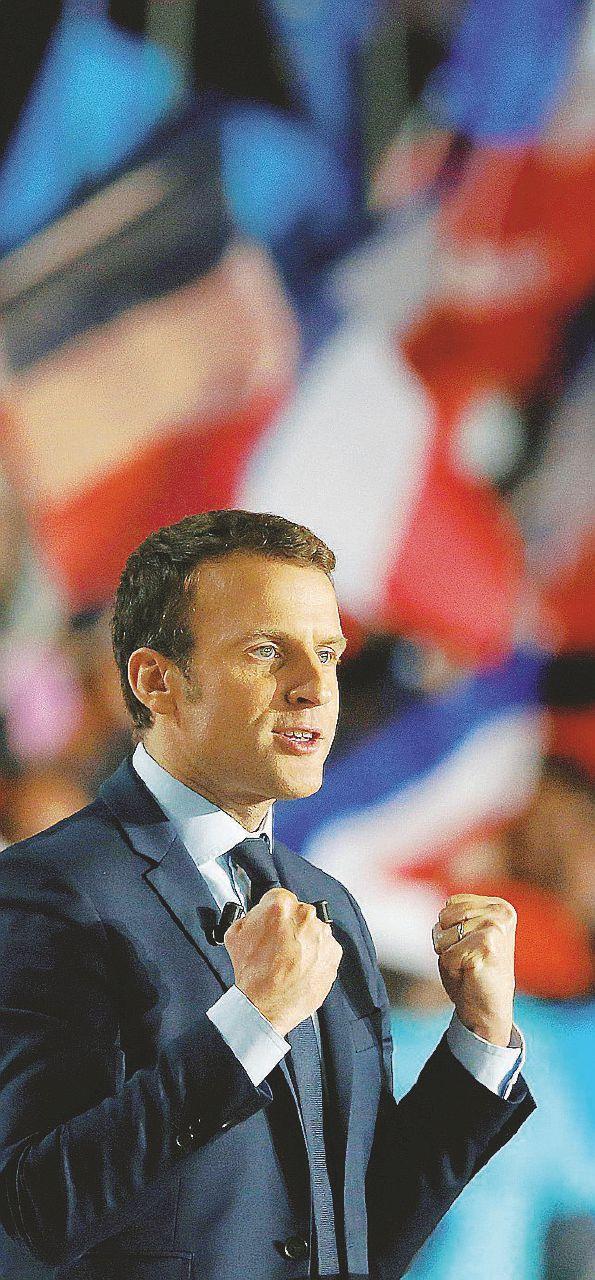 """Macron nella tana della lupa e il fronte anti-""""barbari"""""""