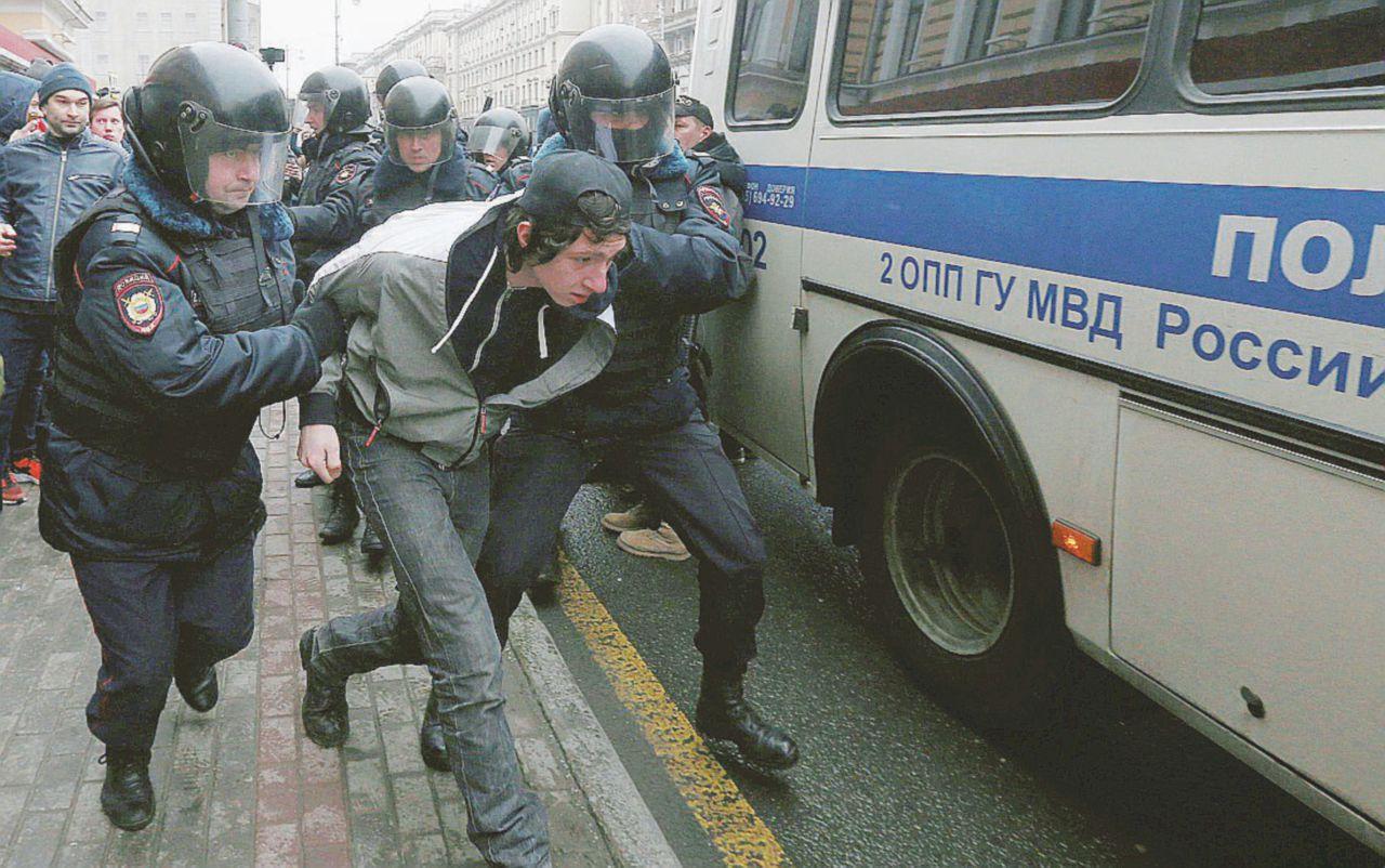 """Mosca, altri 30 arresti. """"I giovani in piazza terrorizzano Putin"""""""