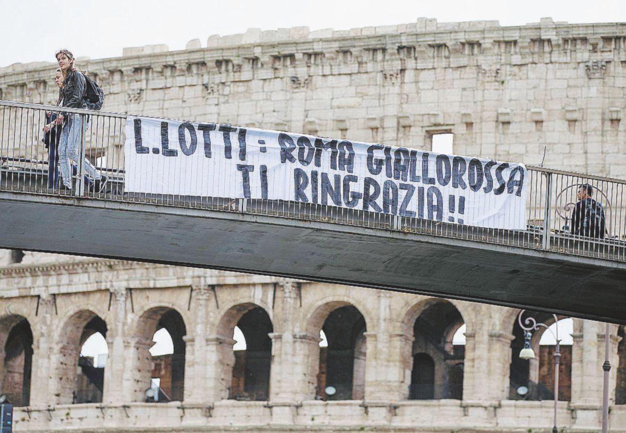 """Sorpresa, ora i romanisti cantano: """"Grazie Lotti"""""""