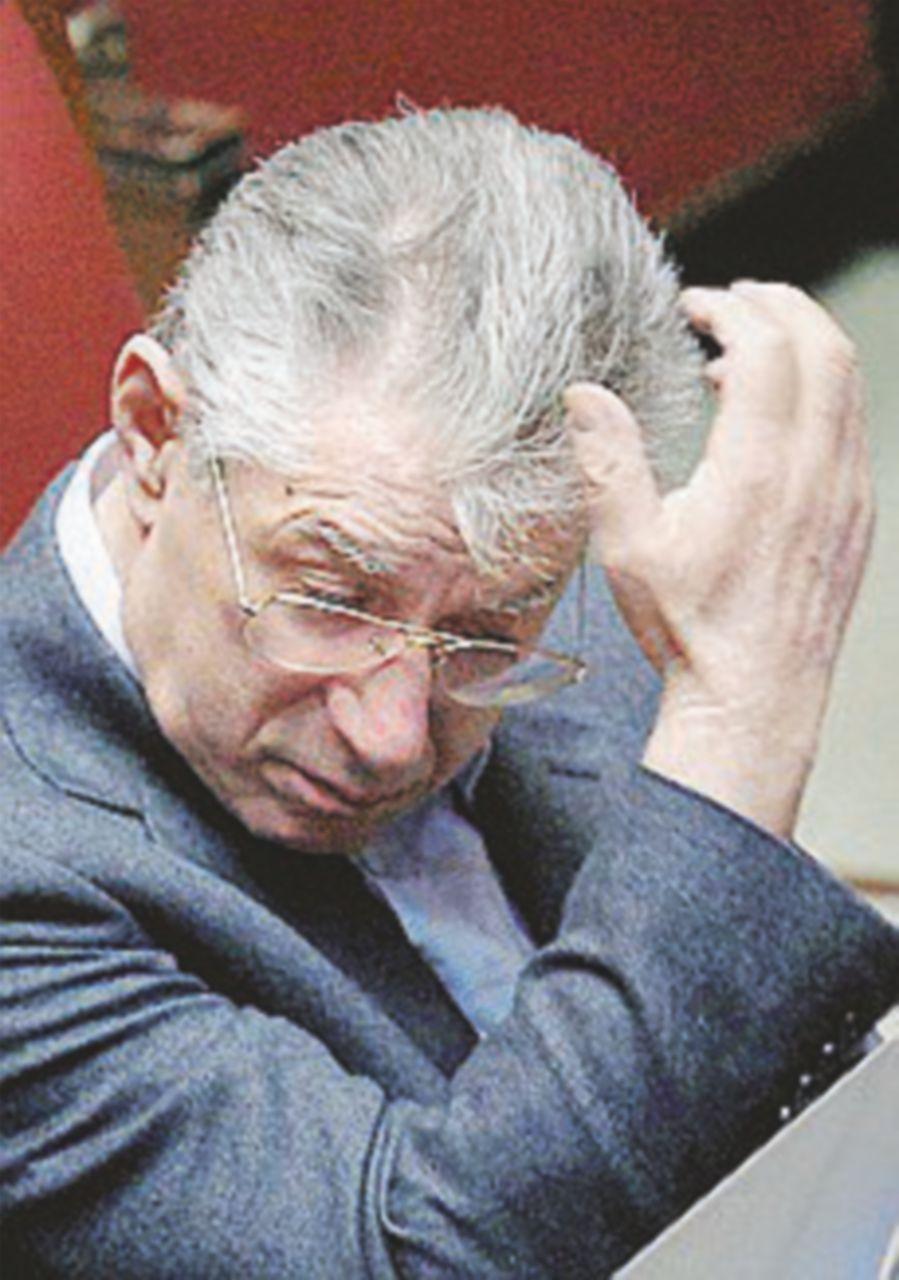 Pm: condannate Bossi a 4 anni e la Lega Nord restituisca 56 milioni