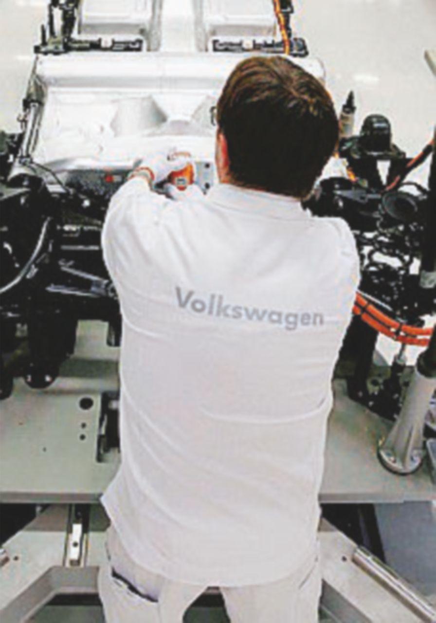 Volkswagen, l'Agnelli tedesco vende le quote del Gruppo