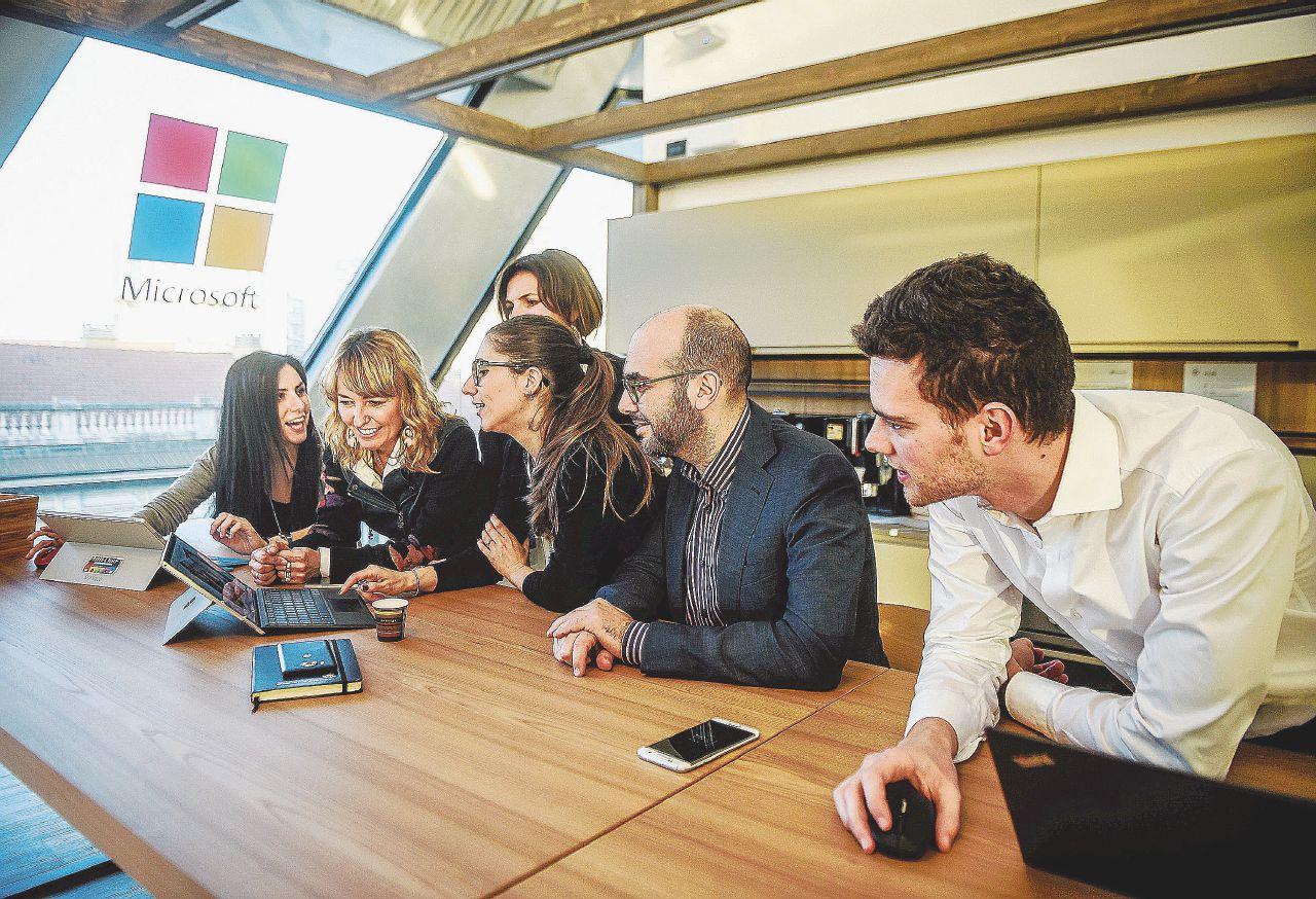 Microsoft, la Ue ostaggio dei suoi software. Così i governi si sono consegnati alla multinazionale