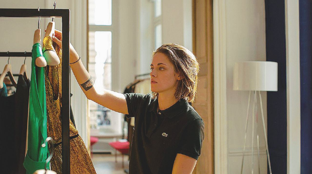 "Maureen: la ""Personal Shopper"" in lotta con i fantasmi nei camerini"
