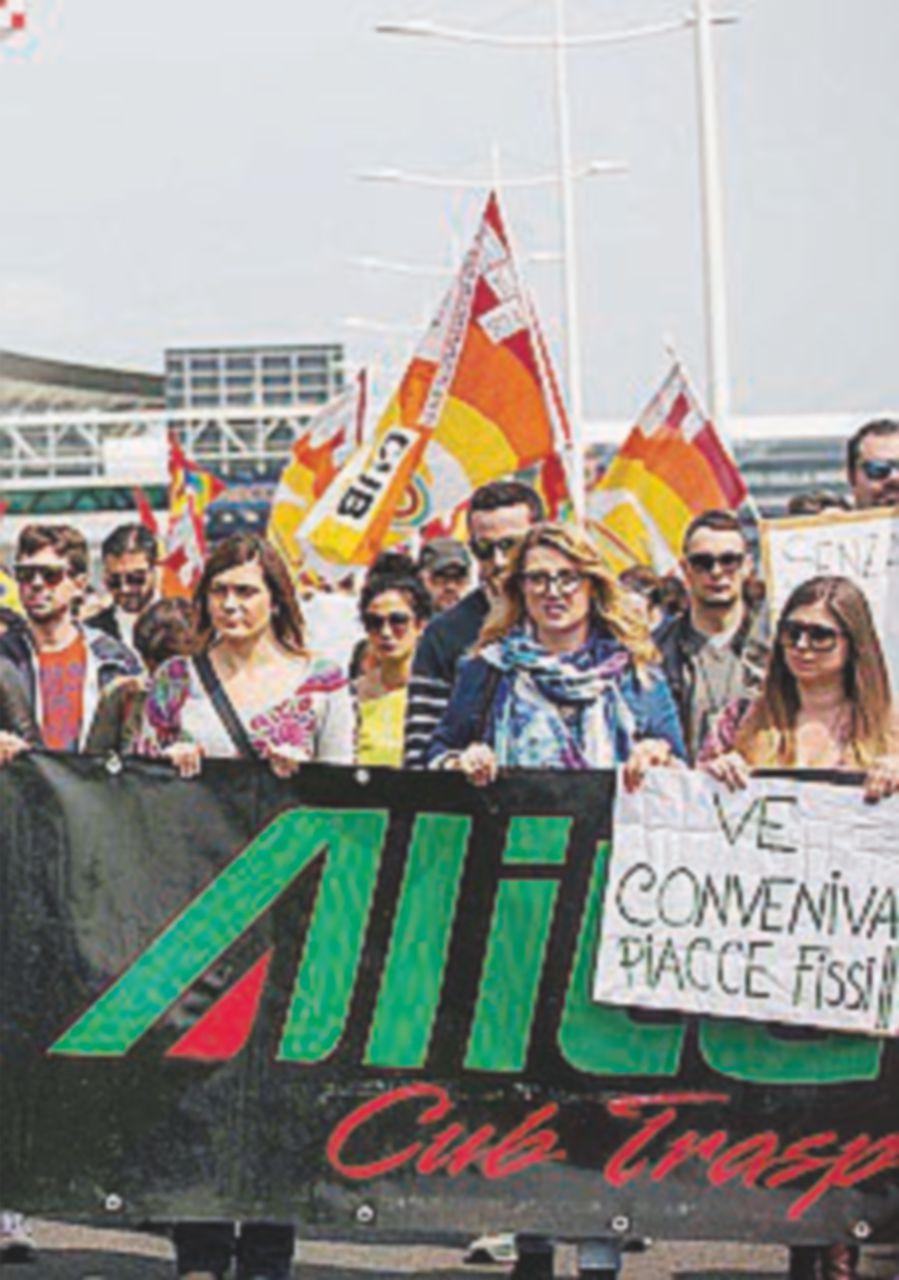 Alitalia, trattativa a oltranza per evitare il dissesto