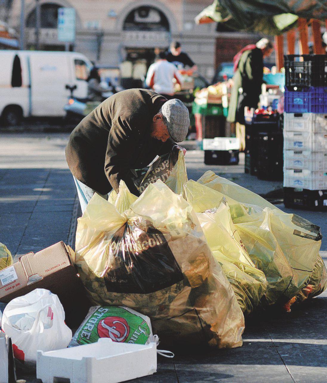 Poveri, sanità, occupazione: per l'Istat siamo gli ultimi