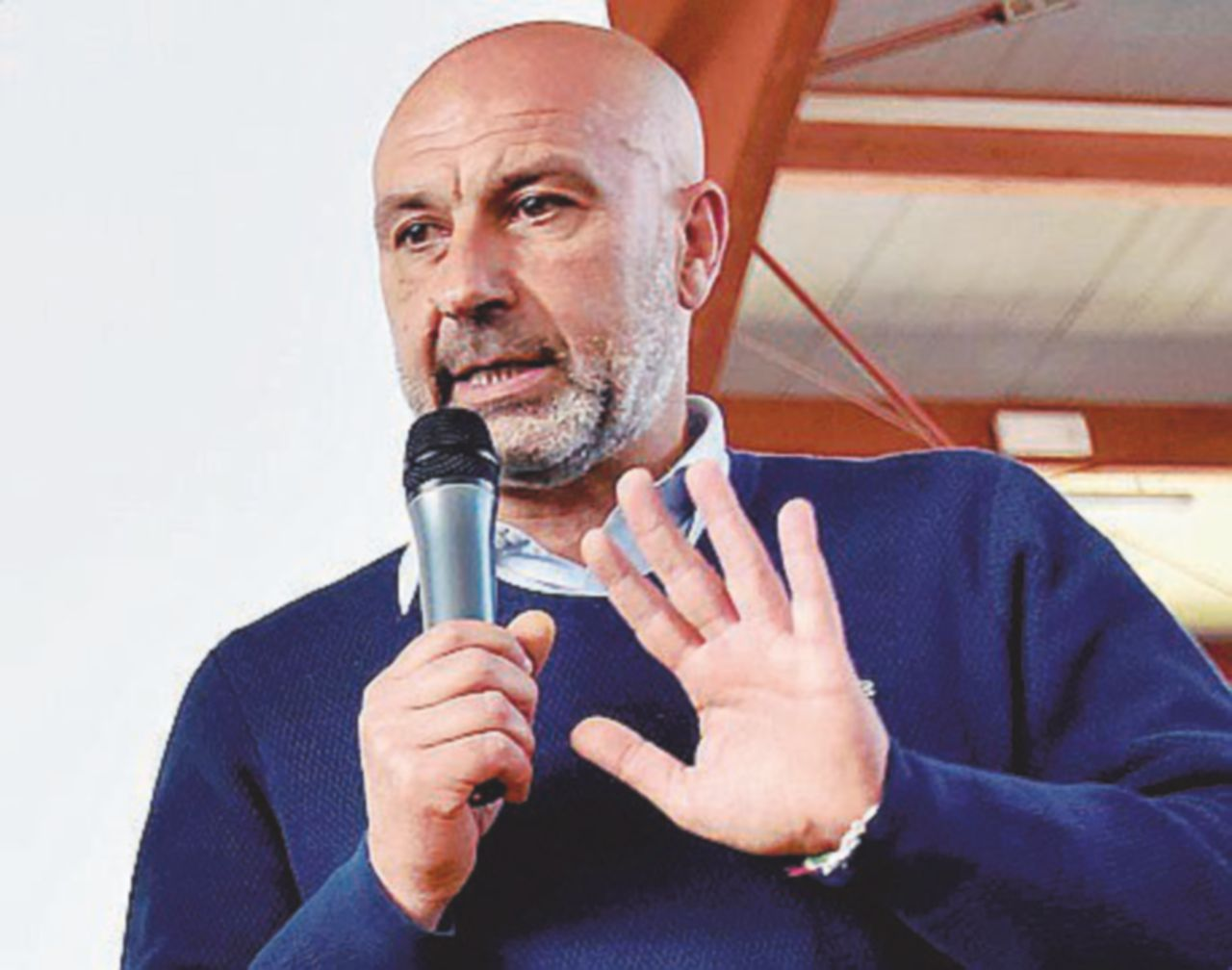 """Il sindaco di Amatrice ai turisti: """"Niente selfie sennò mi incazzo"""". Pasqua difficile per i terremotati"""