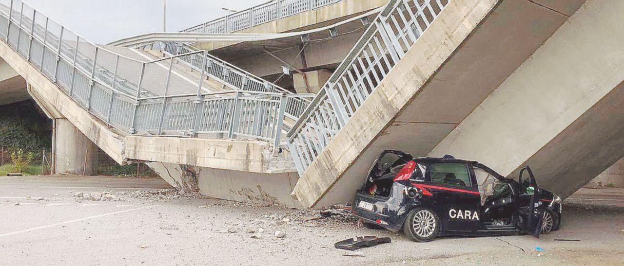 Crolla un altro viadotto: carabinieri vivi per miracolo