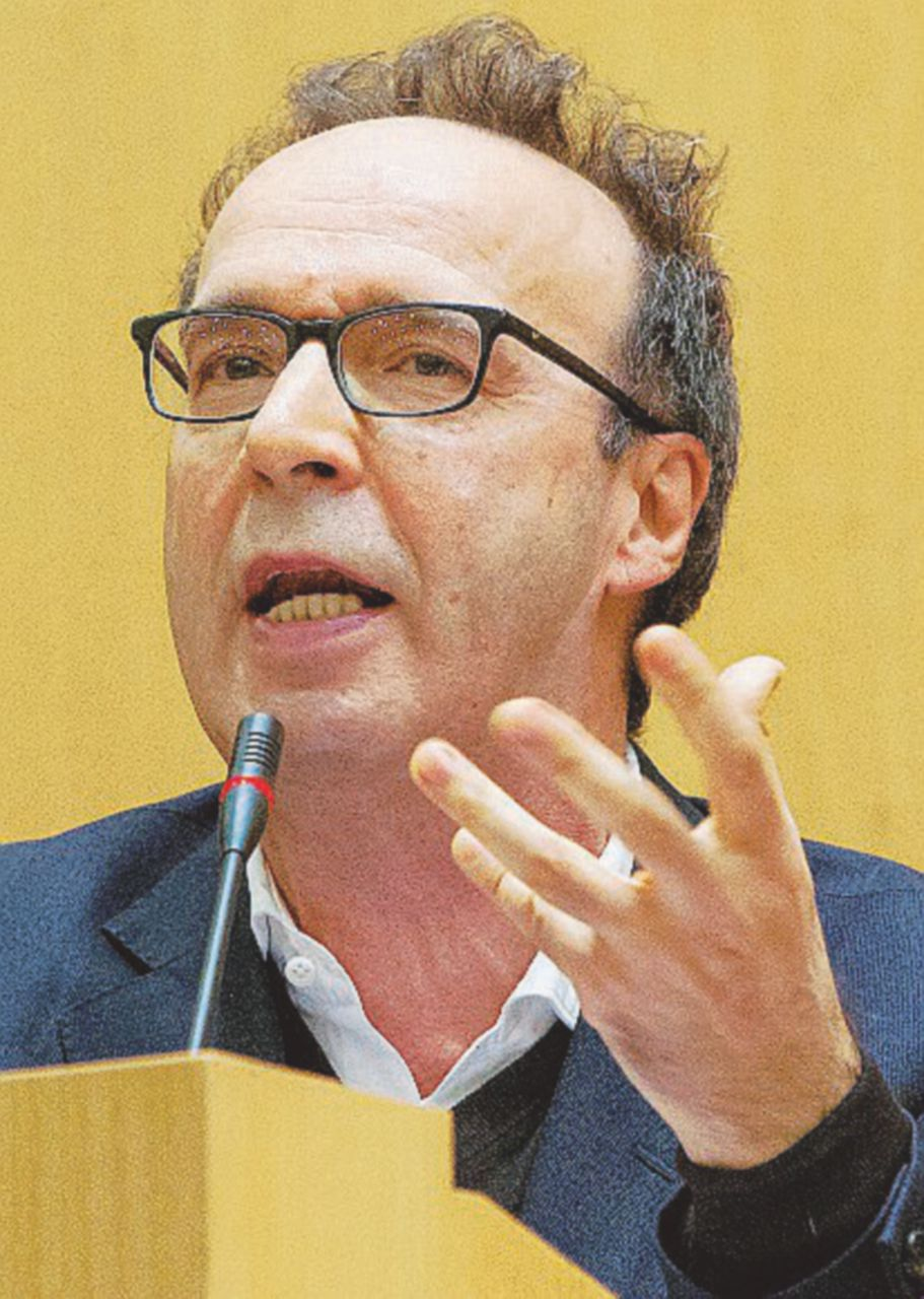 In Edicola sul Fatto Quotidiano del 19 aprile: Tutti contro Report: governo, Pd, Benigni e lobby dei farmaci