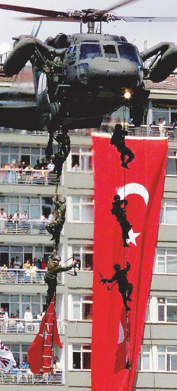 La malaparata per l'esercito: paladini di Atatürk in castigo