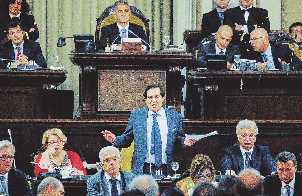 Palermo: lo strano caso dei palazzi venduti, affittati e ricomprati dalla Regione Siciliana