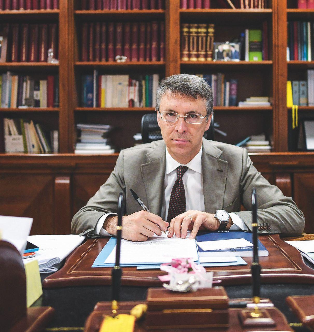 In Edicola sul Fatto Quotidiano del 21 aprile: È un governo a sua insaputa: scarica Cantone, poi si pente