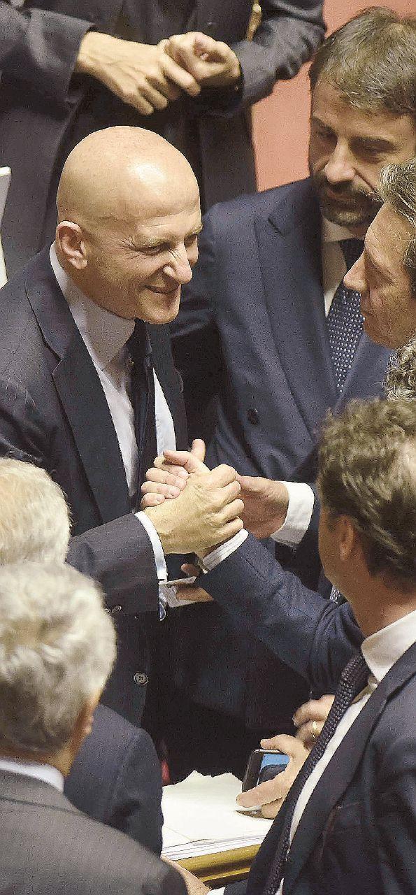Senato: Minzolini se ne va, l'ex grillino resta ostaggio