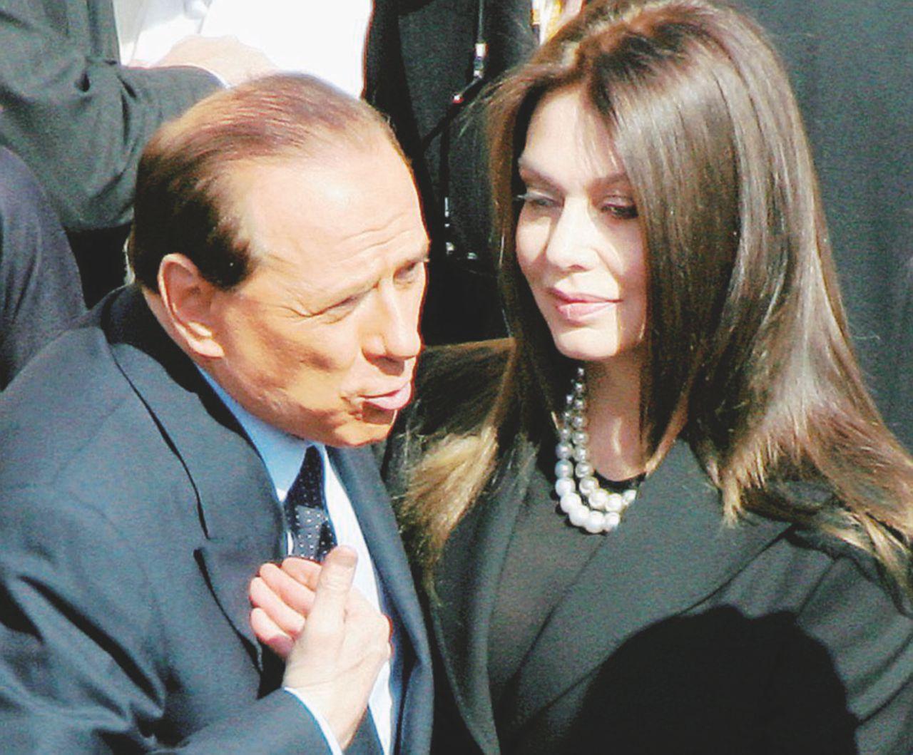 Berlusconi non paga, Veronica si vendica: pignorati i conti correnti per 20 milioni