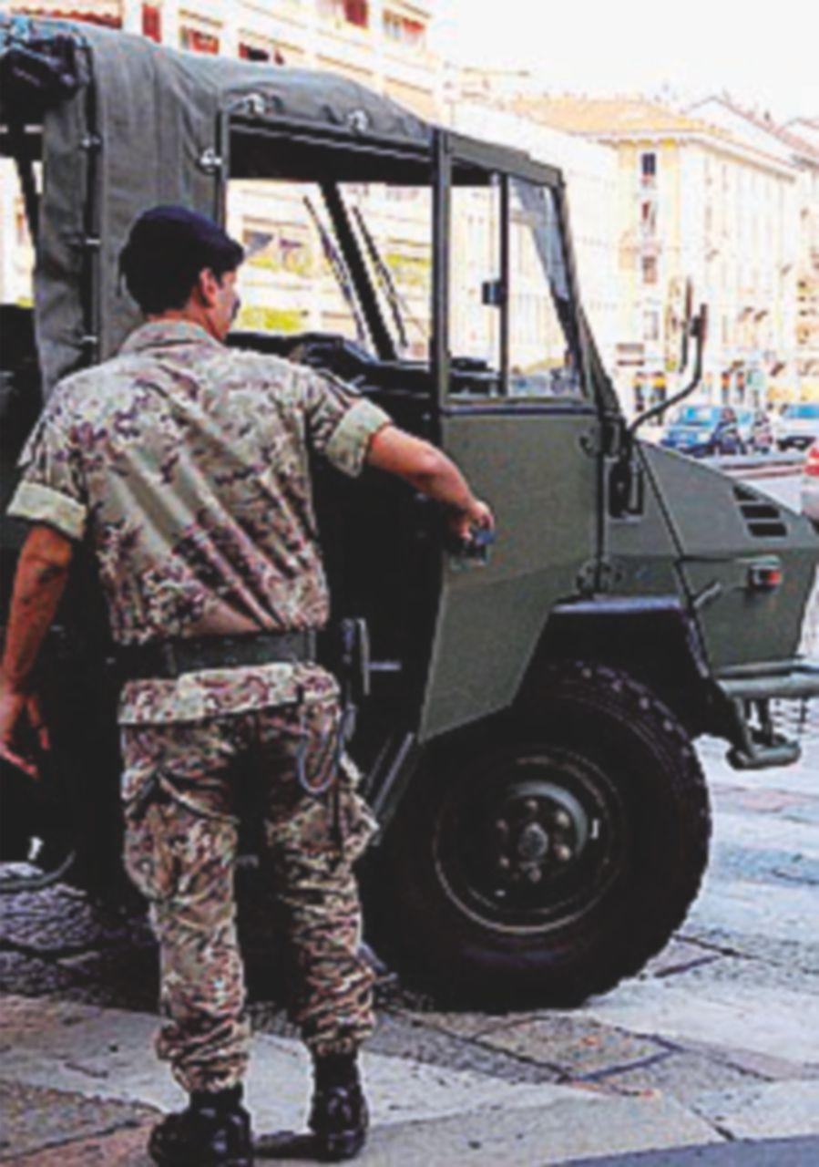 Profugo aggredisce militare e tenta di rubargli il fucile