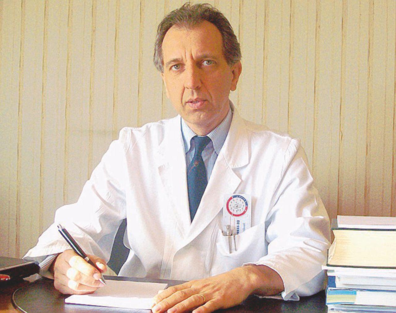 Vaccini, radiato il primo medico