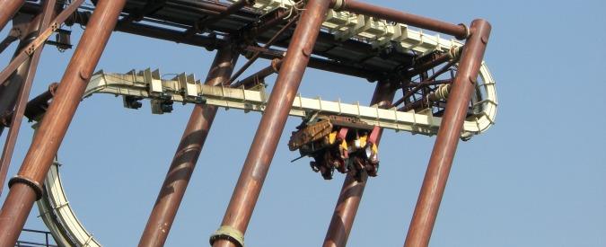Gardaland, blackout ad alta quota: turisti sospesi sulle montagne russe. Ma sulle cause è scaricabarile tra il parco ed Enel