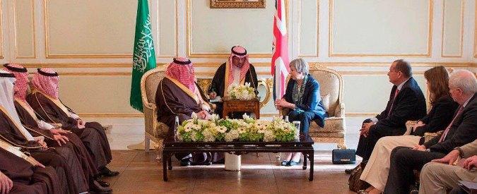 """Theresa May senza velo in Arabia Saudita, la premier britannica ignora le """"indicazioni"""" per la visita"""