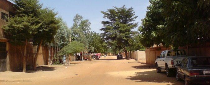 Aborti, sequestri e bandiere: metti un venerdì mattina a Niamey