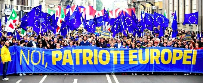 25 aprile, i dirigenti Pd celebrano la Liberazione come militanti di Macron: la nuova stella straniera da seguire