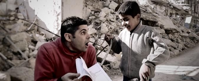 """Siria. Il Pimpa, il clown italiano che incanta i bambini di Aleppo: """"Per loro faccio sparire la guerra con la mia  magia"""""""