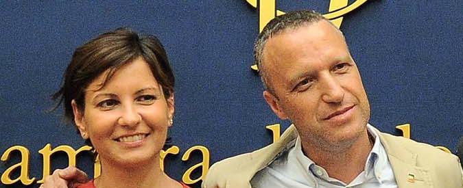 """Verona, Tosi non può più correre e candida a sindaco la fidanzata Bisinella. Lei: """"Rinuncio al vitalizio da senatrice"""""""