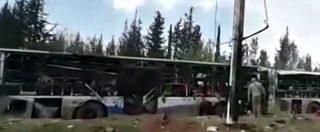 """Siria, esplosione contro ambulanze e autobus di civili evacuati. Tv siriana: """"Almeno 39 morti"""". I ribelli: """"Sono 100"""""""