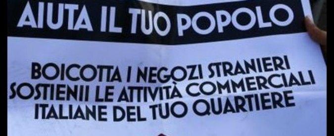 """Roma, scritte di Azione Frontale contro i negozi degli stranieri a Tor Bella Monaca: """"Boicottali, aiuta il tuo popolo"""""""