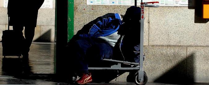 """Classi sociali, Censis: """"Il 67% degli italiani è convinto che sia facile cadere in basso"""""""