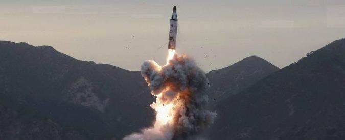 """Nord Corea, nuovo test missilistico fallito. Trump risponde: """"Mancanza di rispetto"""". E cominciano le esercitazioni con Seul"""