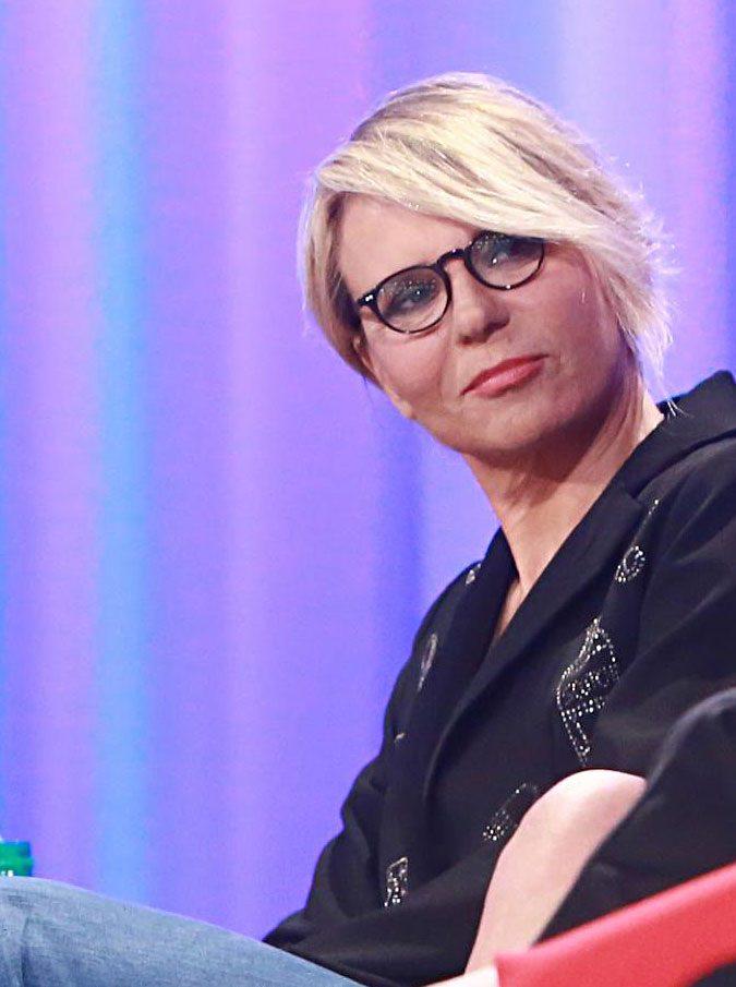 """In un anno la tv ha perso un milione di telespettatori. Maria De Filippi """"salva"""" Mediaset, ma l'aspettiamo al varco con Amici"""