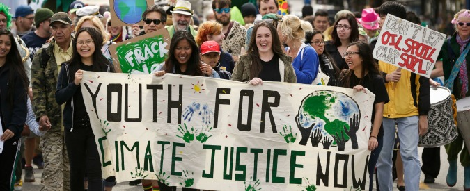 """Giornata mondiale della Terra, da Washington a Roma marciano anche i ricercatori: """"Difendiamo la scienza"""""""