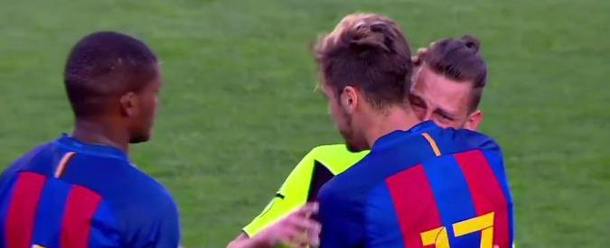 Calcio, partite truccate: polizia spagnola ferma l'allenatore italiano dell'Eldense. Sospetti su sconfitta 12-0 contro Barça B