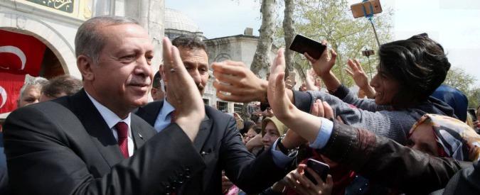 """Referendum Turchia, Osce: """"Voto non all'altezza degli standard internazionali"""". Erdogan: """"State al vostro posto"""""""