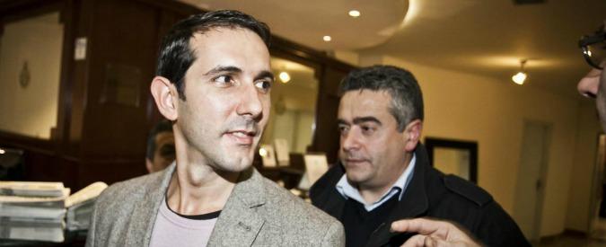 """M5s, attacco incendiario contro il comune di Pomezia. Il sindaco grillino Fabio Fucci: """"Atto intimidatorio"""""""