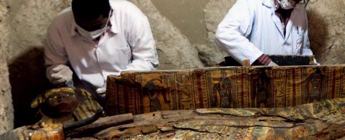 Luxor, scoperta tomba intatta con all'interno sei mummie
