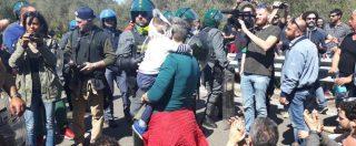 Tap, blocco stradale contro la rimozione degli ulivi. Dopo le proteste e le tensioni i camion tornano indietro