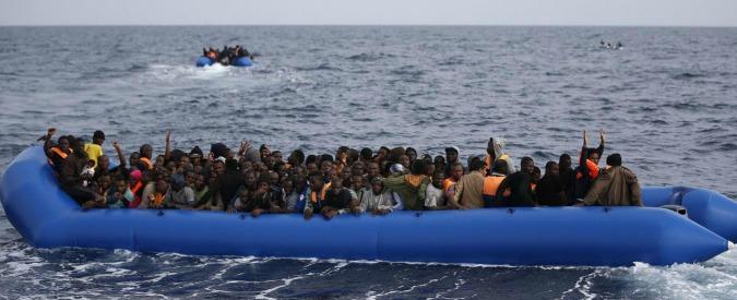 Libia, affonda un gommone: quasi 100 dispersi, 5 sono bambini. Sulla rotta mediterranea oltre 600 morti nel 2017