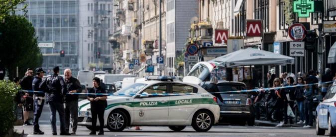Milano, uomo armato di due coltelli in viale Monza: polizia gli spara alle gambe