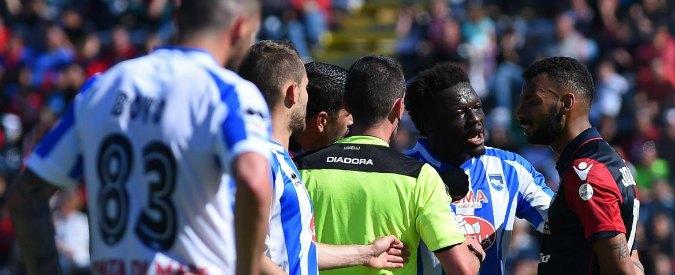 Cagliari, cori razzisti contro Muntari: il calciatore si lamenta e viene ammonito