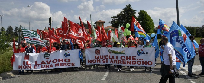 """Pasqua, proteste in tutta Italia contro aperture di centri commerciali: """"La liberalizzazione non crea lavoro"""""""