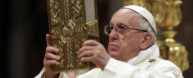 """Pasqua, Papa Francesco: """"Soccorrere nuovi schiavi, bimbi sfruttati e migranti. Fermare il traffico d'armi"""""""