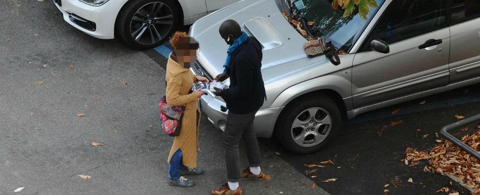 Multe, per i parcheggiatori abusivi salgono a mille euro. Ma chi controlla?