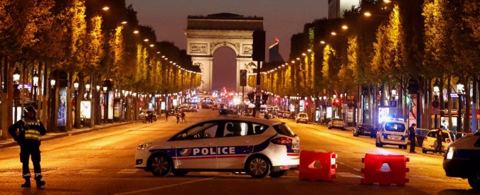 Attentato Parigi, Karim terrorista degli Champs-Elysées: francese, schedato, aggressore seriale di poliziotti